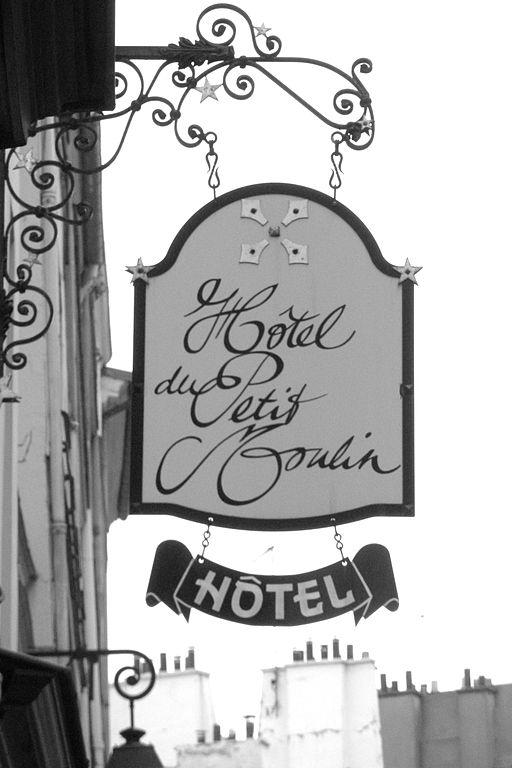 512px-Hôtel_du_Petit_Moulin,_29_Rue_de_Poitou,_Paris_2008
